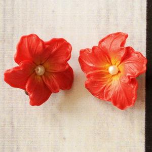 vintage red plastic Hawaiian flower clip earrings
